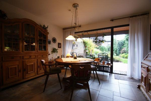 gelegenheit in krefeld traar wohlf hl reihenhaus mit wundersch nem s dwest garten. Black Bedroom Furniture Sets. Home Design Ideas