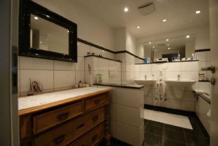 traumwohnung direkt am rhein 114 m barrierefreie. Black Bedroom Furniture Sets. Home Design Ideas