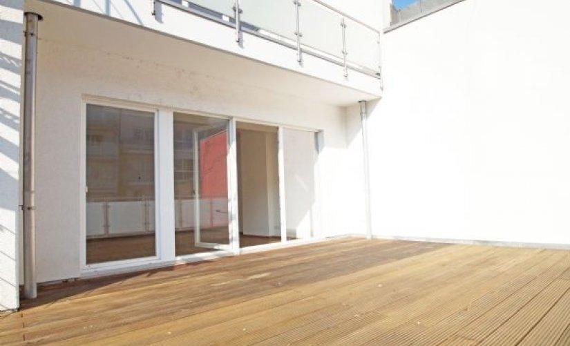 traumhafte terrassen wohnung mit hohen decken und parkett. Black Bedroom Furniture Sets. Home Design Ideas