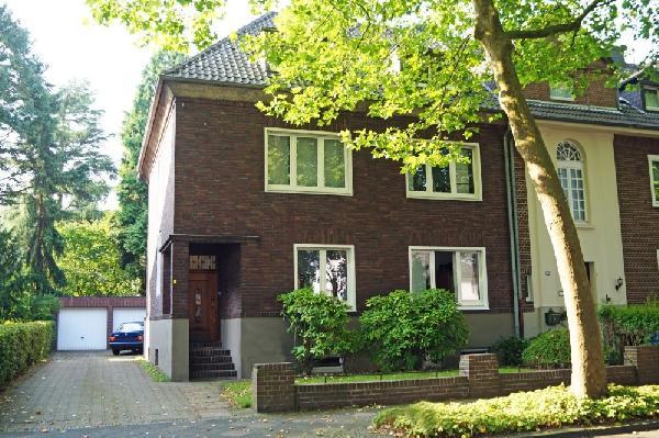 kr bockum schicker 2 familienhaus klassiker mit tollem s d grundst ck und 2 garagen. Black Bedroom Furniture Sets. Home Design Ideas