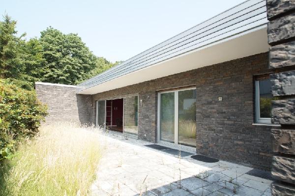 kr stadtwald freistehender 152 qm grau klinker bungalow in bestlage auf 660qm sw gst. Black Bedroom Furniture Sets. Home Design Ideas
