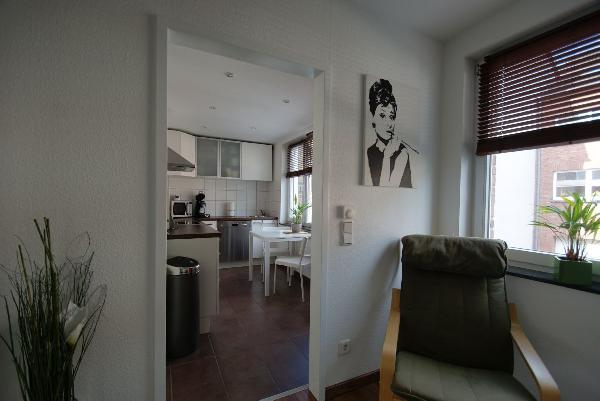 kr bockum 2 zimmer wohnung nahe sch nhausenpark mit rie igem sonnenbalkon kersting. Black Bedroom Furniture Sets. Home Design Ideas