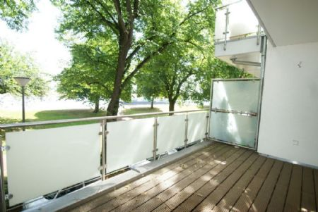 kr rheinblick exklusive 117 m wohnfl che 2 ebenen. Black Bedroom Furniture Sets. Home Design Ideas